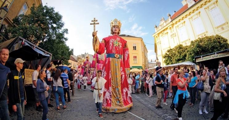 Óriásbábok történelmi felvonulása – Székesfehérvár – július 6.