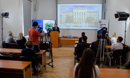 Interaktív tantermet adtak át a Szegedi Tudományegyetem Gyógyszerészet Karán