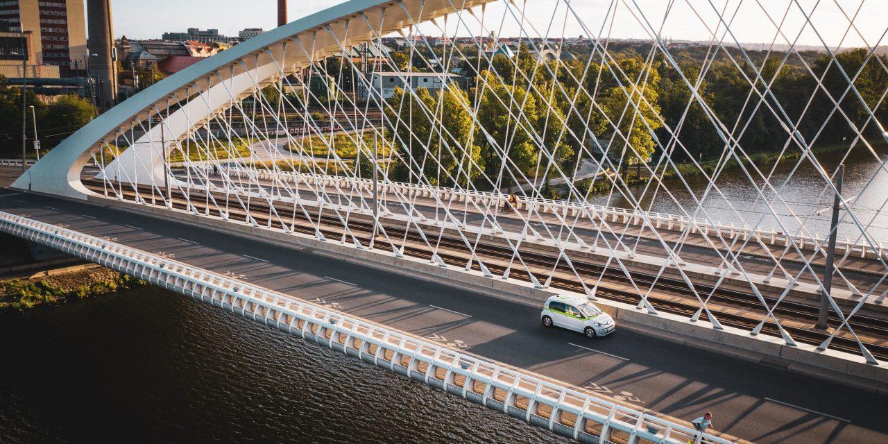 Magyar autómegosztó cég támadja be Prágát