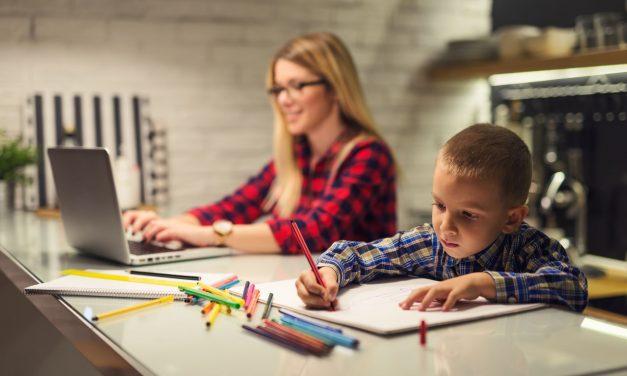 Így teljesít a tantermen kívüli oktatás – Az első 4 nap sava-borsa az oktatási szakembertől