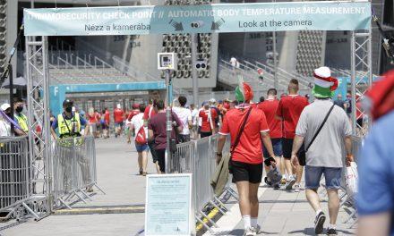 Senkit nem kellett kizárni az UEFA EURO 2020 labdarúgó Európa-bajnokság hazai rendezésű mérkőzéseiről tényleges láz miatt