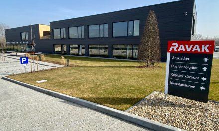 Új cégközpontot épített a RAVAK Kistarcsán