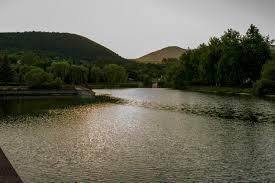 Ahol nincs tömeg, csak felfrissülés: 5 eldugott tó Magyarországon, amiben fürödni is lehet