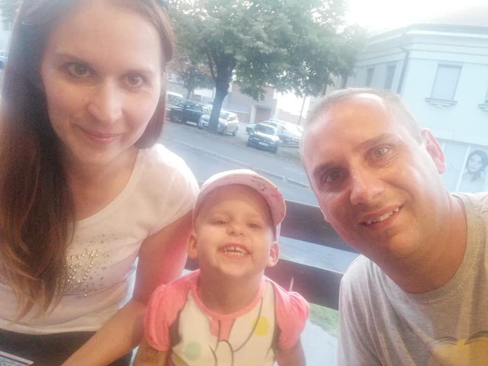 Segítsünk együtt, Nórinak! – Aki tud, segítsen Nórinak és családjának!